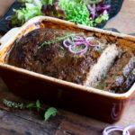 Gehaktbrood met verborgen lever en groenten