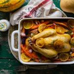 Geroosterde kip met groenten, citrusfruit en knoflookdip
