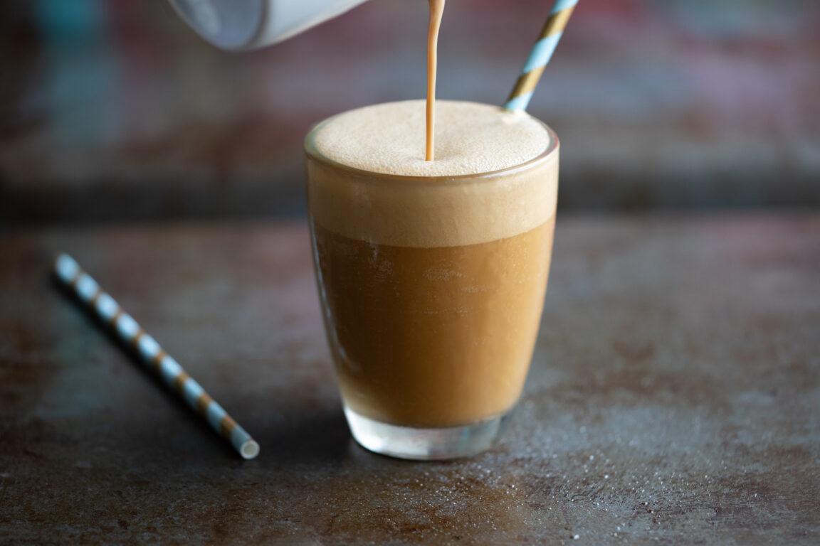 Ijskoffie zonder zuivel of cafeïne, paleo AIP